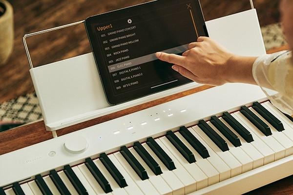 無線控制 從您的智能設備選擇音調和更改設置