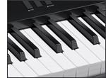 Teclado similar al de un piano y respuesta al tacto